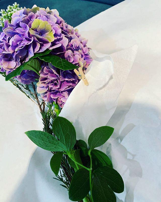 イランイランに飾っているアジサイの花